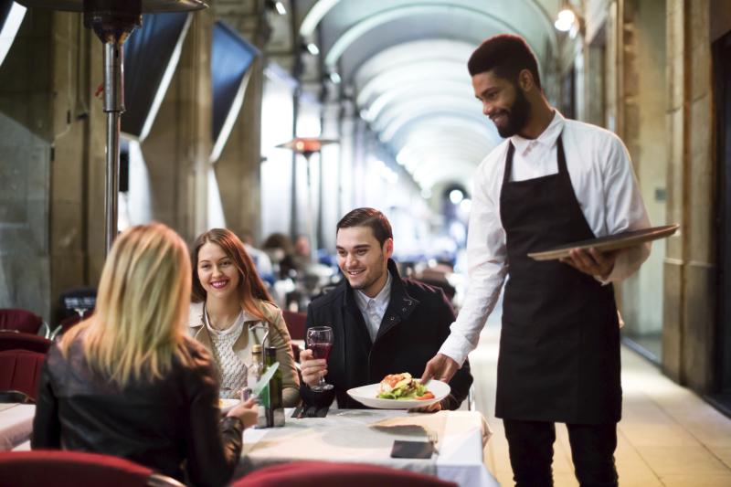 Como diferenciar un restaurante de la competencia y conseguir más clientes